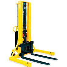 电动托盘堆高车_1-1.5吨宽支腿型半电动堆高_武汉中明工业设备